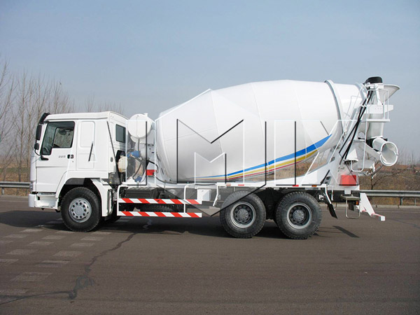 truck mounted concrete mixer