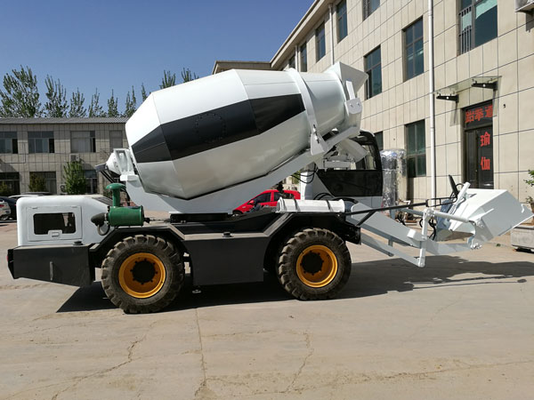 self loading rough terrain concrete mixers